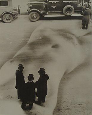 15 _ BEHIND DESIRE. Heinz Hajek-Halke, Die üble Nachrede, 1932 © Heinz Hajek-Halke_Collection Chaussee 36, Courtesy Chaussee 36 _ 3_3